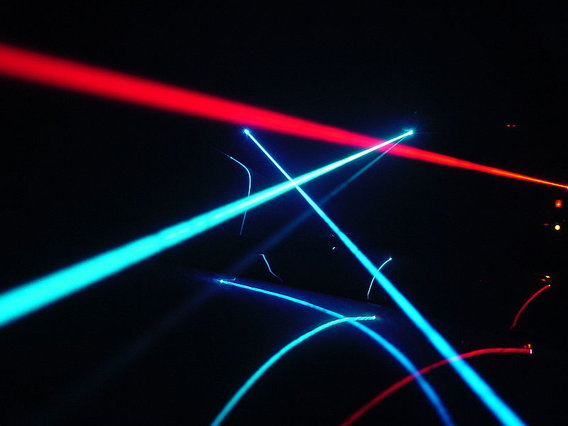 800px-laser_play