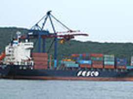 120px-fesco_container_ship_in_port_vostochniy