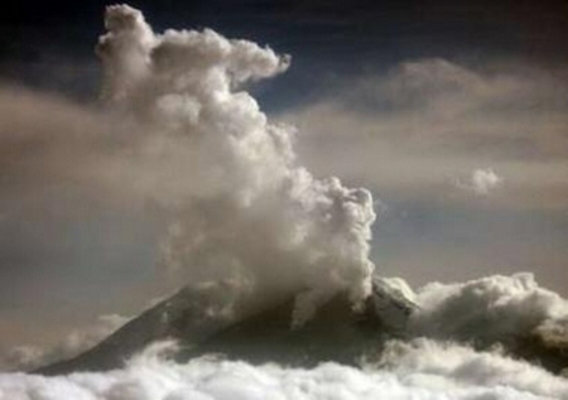 The_nevado_del_huila_volcano_erupts