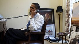 800px-barack_obama_on_the_phone_in_his_private_study2