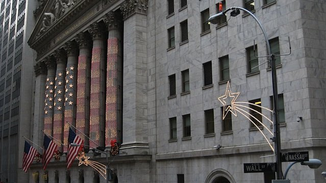 800px-christmas_decorations_on_wall_street2