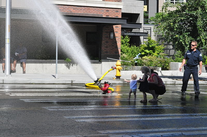800px-spray_at_ballard_seafood_fest_01