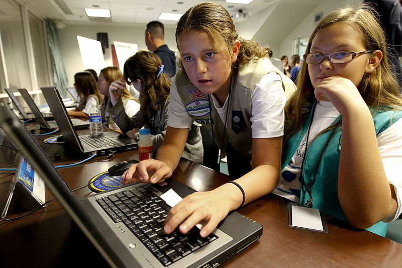 800px-us_navy_101106-n-8863v-113_girl_scouts_compete_in_the_mission_ocean_challenge_during_the_uss_california_science_experience_at_naval_surface_warfare
