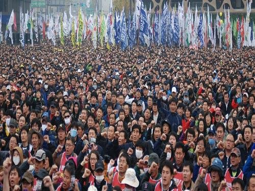 G20_protests_seoul_-_voa_-_crowd