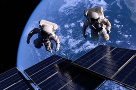 Astronauts_space_station