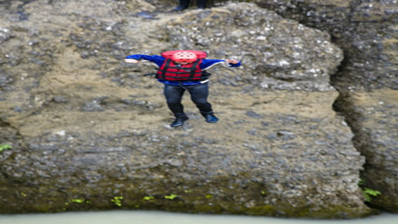 Iceland_river_jump