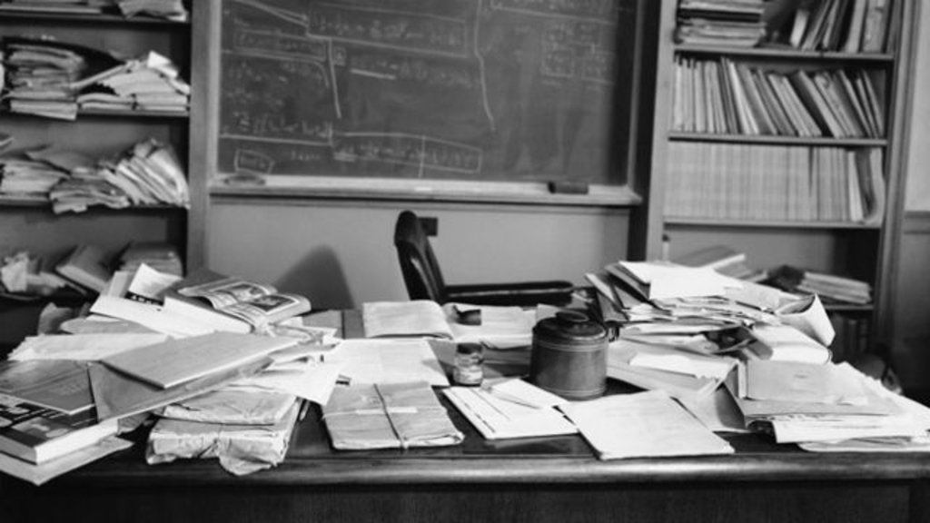 A Photographer From Life Sned His Desk At Princeton Hours After Einstein Had D Gave New Meaning To The Saying Cluttered