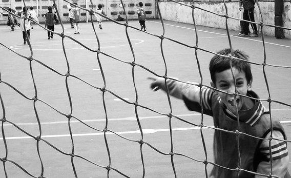 Kids_playing_soccer