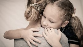 Child_hugging