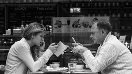 Cafe_smartphone_couple