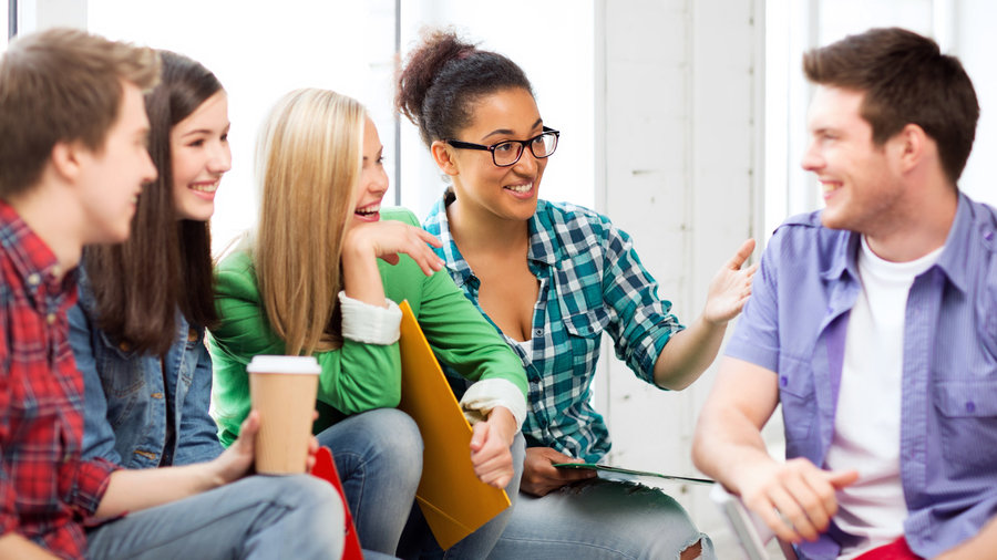 Students_in_group_talking