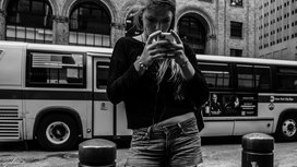 Woman_texting_on_sidewalk
