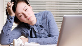 Tired_woman_at_desk