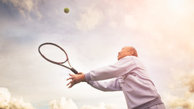 Man_playing_tennis