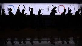 Line_apple_iwatch_customers
