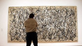 Man_looking_at_pollock
