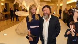Cover_bon_marche_17_01_16_-_ms_paris_hilton_et_mr_ai_weiwei_-_vernissage_expo_er_xi_ai_weiwei-_copyright_say_who