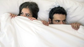 Couple_in_bed
