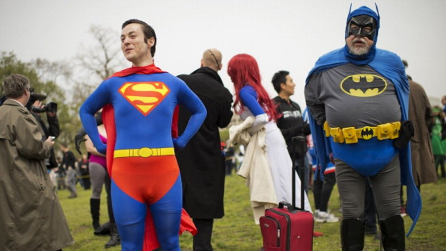Fans_dressed_as_superman_and_batman_cover_crop