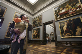 Dresden_-_japanese_tourist_with_baby_-_1786