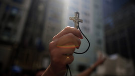 Christian_holding_cross
