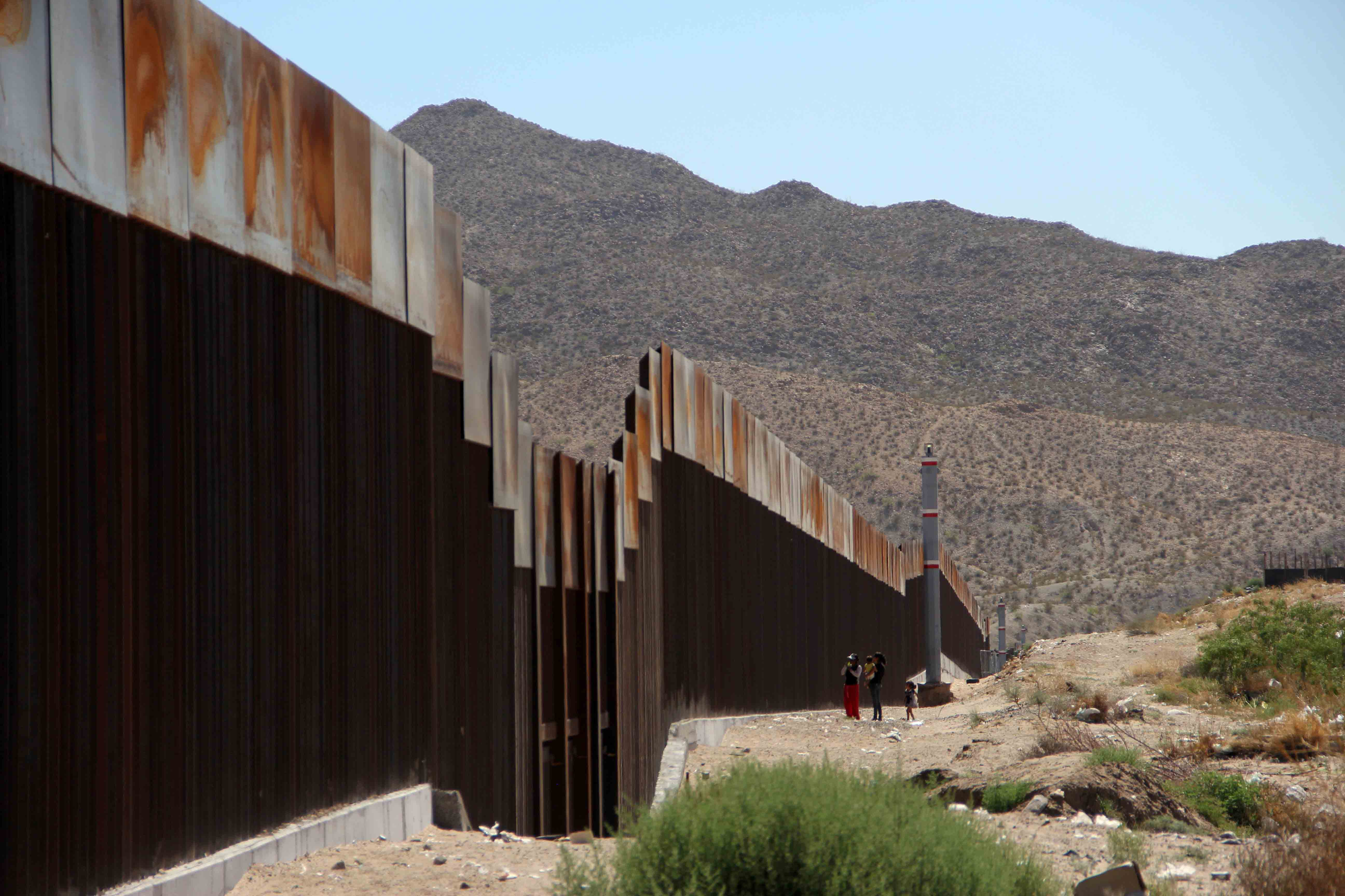 Wall Construction In Us : U s mexico border wall would divide europe in half big
